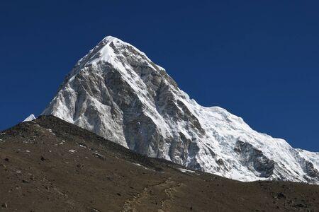 ri: Majestic mountain Pumo Ri