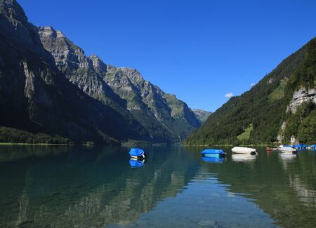glarus: Lake Klontalersee and mountains in Glarus Canton