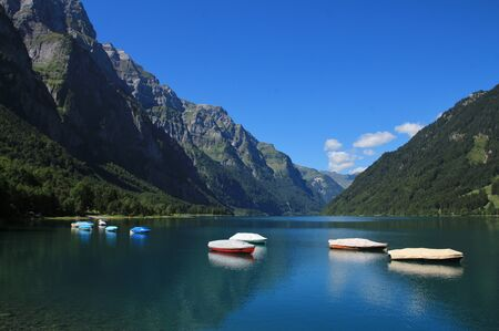 glarus: Boats on the shore of lake Klontalersee Stock Photo
