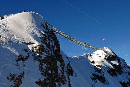 saanenland: Suspension bridge connesting two mountain peaks