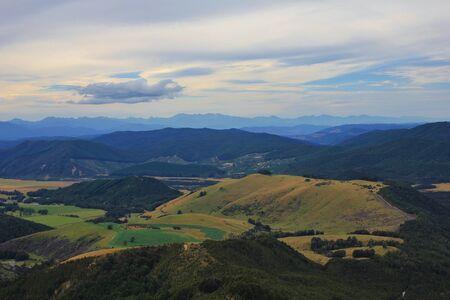robert: Hills and mountain ranges in New Zealand. View from Mt Robert. Evening scene.