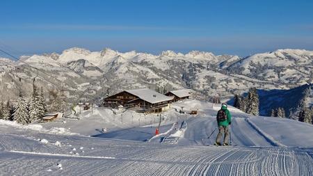 station ski: Summit station of the Wispile ski area, Gstaad. Ski slope and mountains.