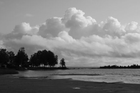 Beautiful shaped summer cloud over Lake Vanern. Standard-Bild