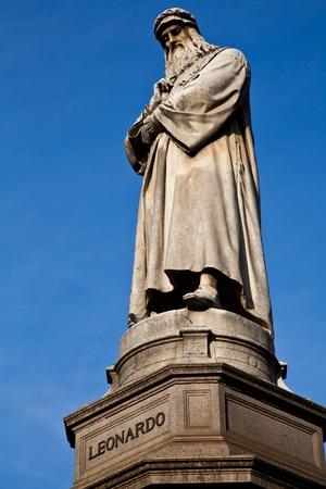 Famosa statua di Leonardo Da Vinci di Milano (Milano), Piazza della Scala Archivio Fotografico - 9703503