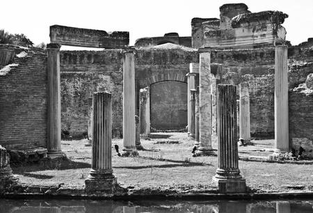 columnas romanas: Columnas romanas en Villa Adriana, Tivoli, Italia