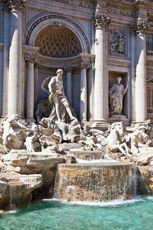 fontana: Trevi fountain during a sunny day, Rome, Italy