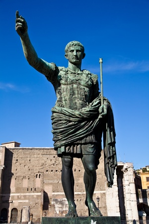 Gaius Julius Caesar (13 July 100 BC – 15 March 44 BC) was a Roman general and statesman. Useful for leadership concepts. Banco de Imagens