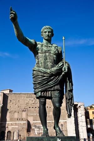 Gaius Julius Caesar (13 July 100 BC – 15 March 44 BC) was a Roman general and statesman. Useful for leadership concepts. 版權商用圖片