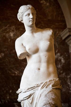 deesse grecque: Statue de la d�esse Aphrodite grecque, d�couverte sur l'�le de M�los (�Milo�, en grec moderne), Mus�e du Louvre, Paris