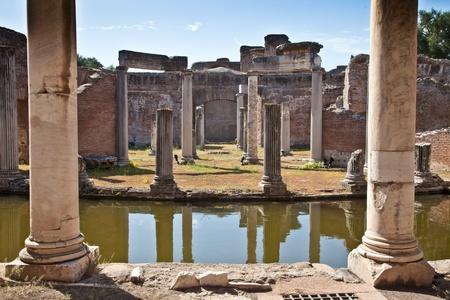 columnas romanas: Las columnas romanas de Villa Adriana, Tivoli, Italia