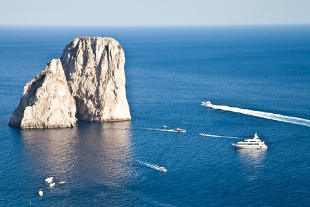 カプリ島、ナポリ湾、イタリアの美しい島での夏