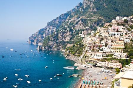 Panoramablick von Minori, der wundervollen Stadt Costiera Amalfitana - Italien