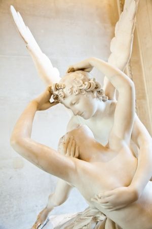 özveri: Antonio Canovas statue Psyche Revived by Cupids Kiss, first commissioned in 1787, exemplifies the Neoclassical devotion to love and emotion Stok Fotoğraf