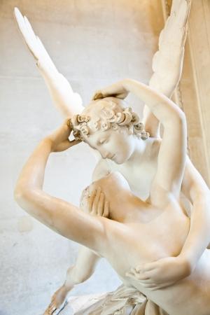 psique: Psique de Antonio Canova estatua Resucitado por beso de Cupido, encargó por primera vez en 1787, es un ejemplo de la devoción al amor de estilo neoclásico y la emoción