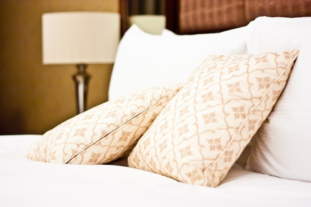 Concept for luxury and Honeymoon, pillows in a luxury hotel Imagens