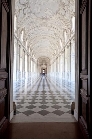 ヴェナリア王宮、トリノ、ピエモンテ地方の近くのガレリア ディ ディアナのビュー 報道画像