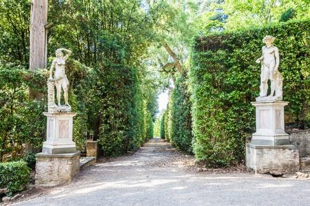 フィレンツェ, イタリア.夏のシーズンに晴れた日の間に古いボボリ庭園 写真素材