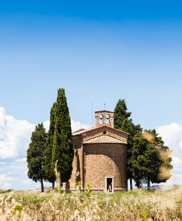 Cappella di Vitaleta (Vitaleta Church), Val d'Orcia, Italy.  The most classical image of Tuscan country. Stock Photo - 21972206