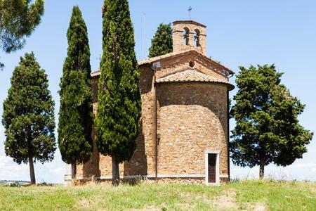 cappella: Cappella di Vitaleta (Vitaleta Iglesia), Val d'Orcia, Italia. La imagen m�s cl�sica del campo toscano.
