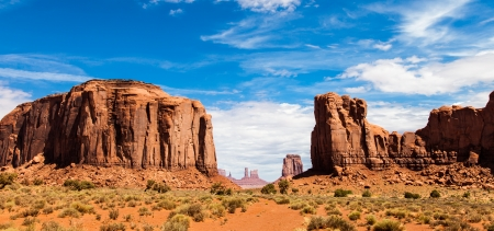 complementary: Complementary colours blue and orange in this iconic view of Monument Valley, USA