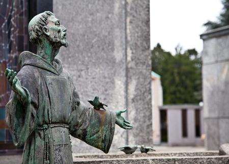 simbolo della pace: Raccolta degli esempi più belli e commoventi architetture in cimiteri europei Archivio Fotografico
