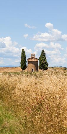 cappella: Cappella di Vitaleta (Iglesia Vitaleta), Val d'Orcia, Italia. La imagen m�s cl�sica del campo toscano.