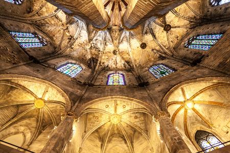 the church: Interior de Santa María del Mar la más bella iglesia gótica de Barcelona
