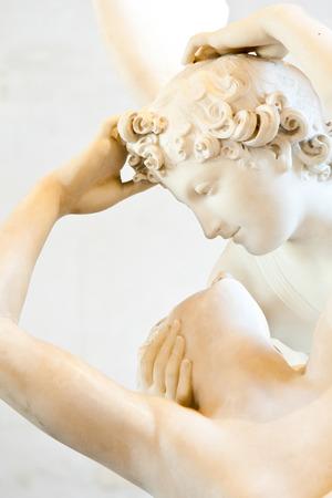 psyche: Psique estatua de Antonio Canova restablecida por el beso de Cupido, encarg� por primera vez en 1787, es un ejemplo de la devoci�n al amor de estilo neocl�sico y la emoci�n