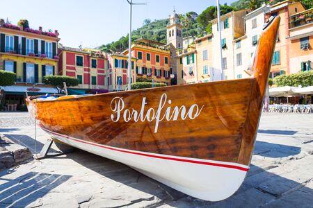 De naam van de beroemde stad Portofino in Italië op een boot - oriëntatiepuntteken, geen auteursrecht Stockfoto