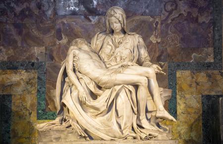 ROME, ÉTAT DU VATICAN - 28 août 2018 : Pietà di Michelangelo (La Pitié), 1498-1499, situé dans la Basilique Saint Pierre à Rome Éditoriale