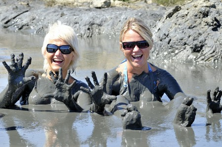 Atractice blond womans in healing mud 免版税图像