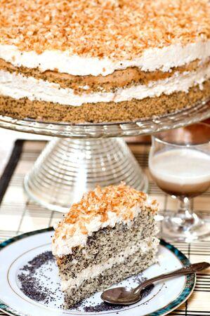Slice van papaverbolkaf zaad Cake