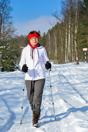 senior train nordic walking