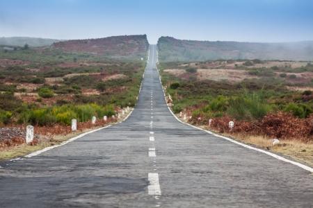 マデイラ島で空の終わることのない道路