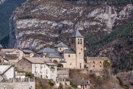perdido: Mountain Town, Torla, Pyrenees, Ordesa y Monte Perdido National Park, Spain