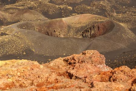 crater highlands: Vista del paisaje volc�nico alrededor del monte Etna