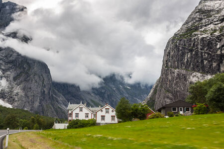 Valle Hermoso, Ruta Troll, Noruega  photo