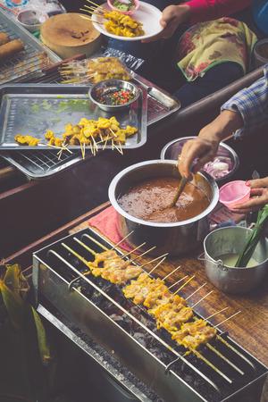damnoen saduak: Food in Damnoen Saduak Floating Market near Bangkok, Thailand