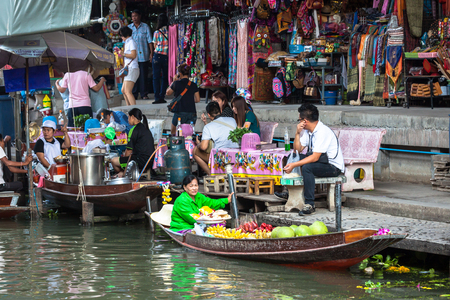 saduak: THAILAND DAMNOEN SADUAK - DECEMBER 14,2014 : Damnoen Saduak Floating Market Featuring many small boats laden with colourful fruits, vegetables and Thai cuisine
