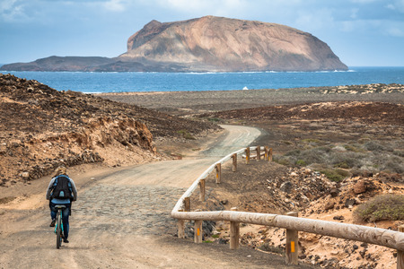 mountain bicycling: La Graciosa - on the way to Las Conchas beach