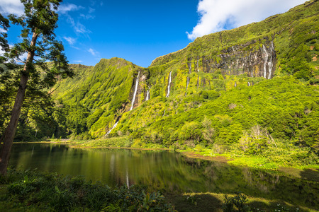 Azoren-Landschaft in Flores Insel. Wasserfälle in Pozo da Alagoinha. Portugal Standard-Bild