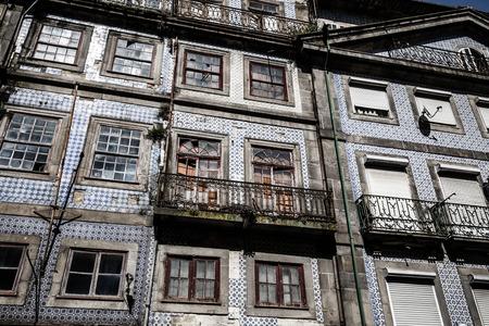 case colorate: Case colorate di Porto Ribeira, Portogallo Archivio Fotografico