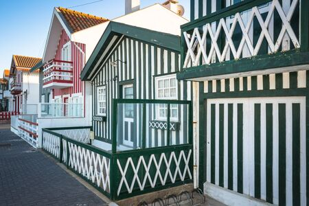 case colorate: Case colorate in Costa Nova, Aveiro, Portogallo Archivio Fotografico