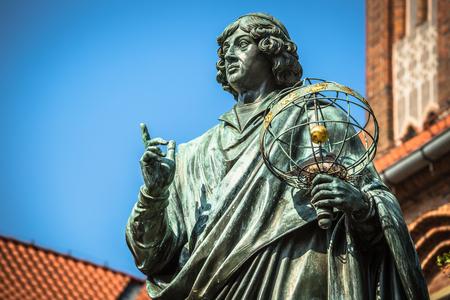 偉大な天文学者ニコラウス ・ コペルニクス、トルン、ポーランドの記念碑