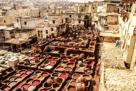 Tanneries of Fes, Morocco, Africa Old tanks of the Fez's tanneries with color paint for leather, Morocco, Africa Foto de archivo