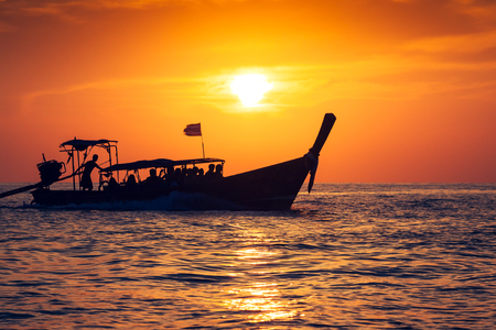 Fishing boat with sunset in phi phi islands,Thailand 版權商用圖片