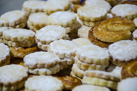 Many alfajores stuffed with white delicacy