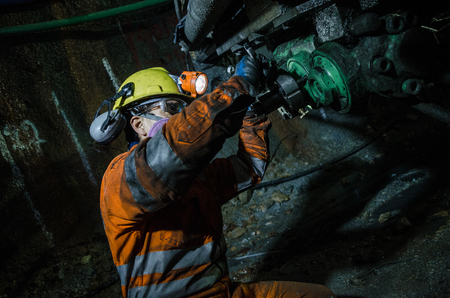 Miner fixing mineral extraction machine Stockfoto