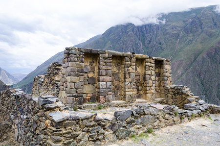 At the top of the mountain in the ruins of Ollantaytambo. Imagens