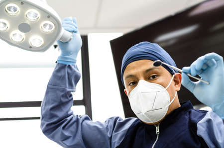 Image of a dentist with dentistry tools in hands Standard-Bild